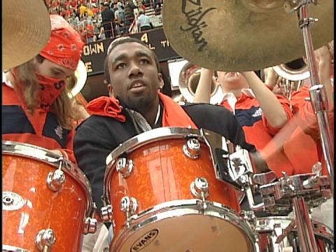 Donte Greene plays SU fight song at halftime vs. Georgetown