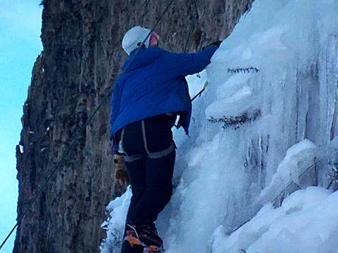 Adventure Queen Climbing Ice at Banks Lake #2