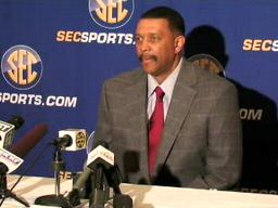 Alabama women's coach Wendell Husdon