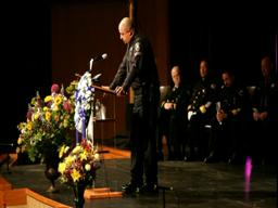 1,000 gather to honor Lake Oswego Police Chief Dan Duncan