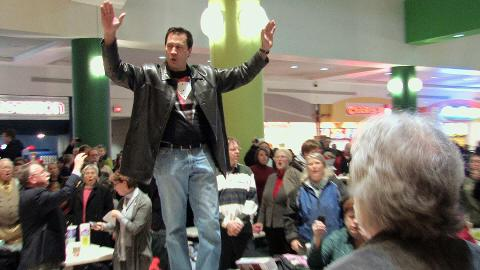 SSO Orchestrates 'Hallelujah to Ya' Flash Mob at Carousel Mall