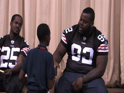 Cleveland Browns' Shaun Rogers tells kids to stay in school