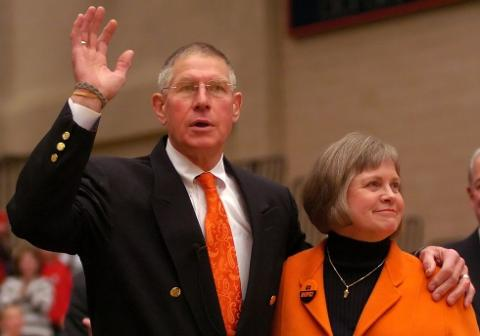 Hope honors retired men's basketball coach Glenn Van Wieren