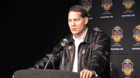 BCS National Championship: Auburn arrives, coach Gene Chizik answers questions