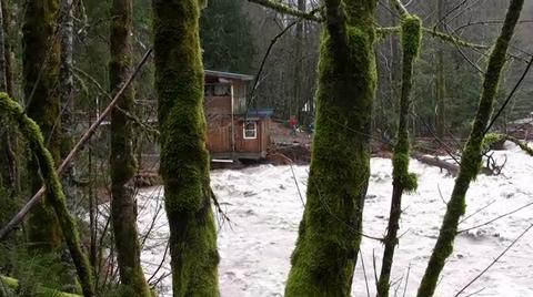 Flooding Sandy River strands residents near Welches