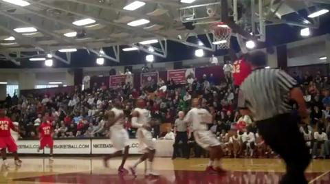Stephen Maxwell (Taft) dunks at 2011 Hoophall Classic