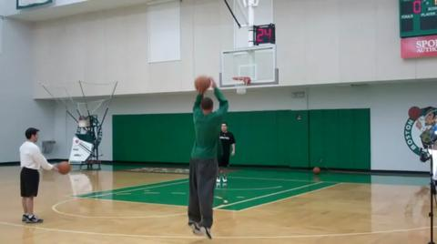 Delonte West (wrist) shoots around