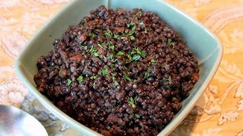 How to Make Braised Black Lentils