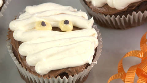 How to Make Mummy Cakes