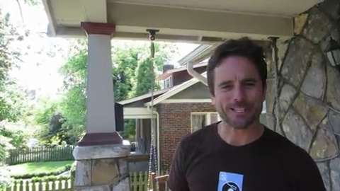 'Nashville' star offers a tour of Deacon's house