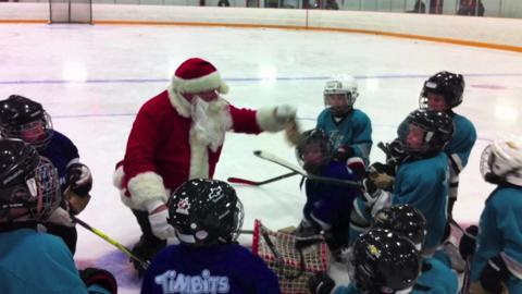 Santa visits minor hockey players