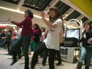 Flash mob in Syracuse's Carousel Center