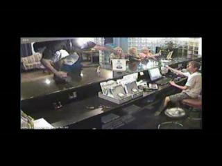 VIDEO: Two men rob Deluxe Motel in Slidell on July 4th