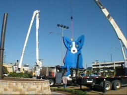 George Rodrigue's Giant Blue Dog appears in Metairie