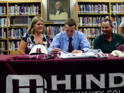 Foley's Taylor Wheaton signs with Hinds