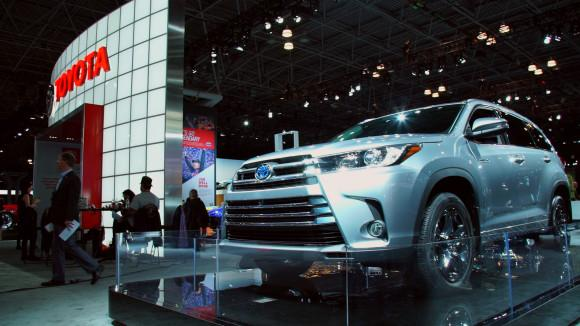 Toyota Highlander Adds Gears, Safety Equipment
