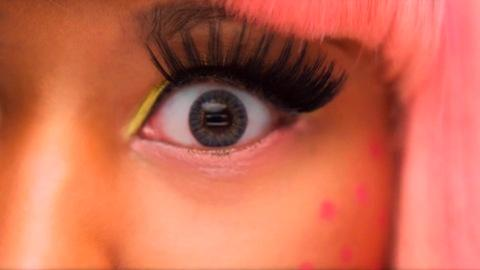 False eyelash and eyelash extension risks
