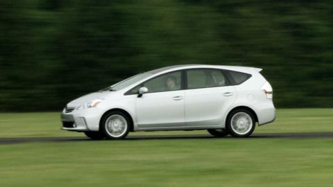 Toyota Prius V first look