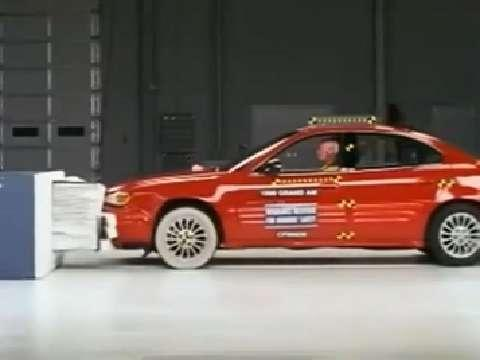 Pontiac Grand Am crash test 1999-2005