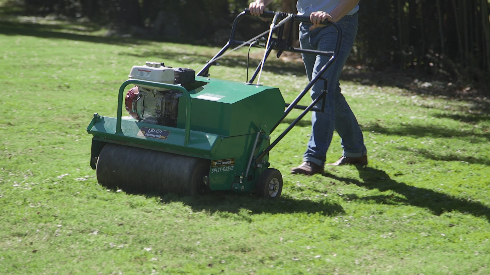 Fall lawn care tips aerate soil consumer reports for Lawn garden maintenance