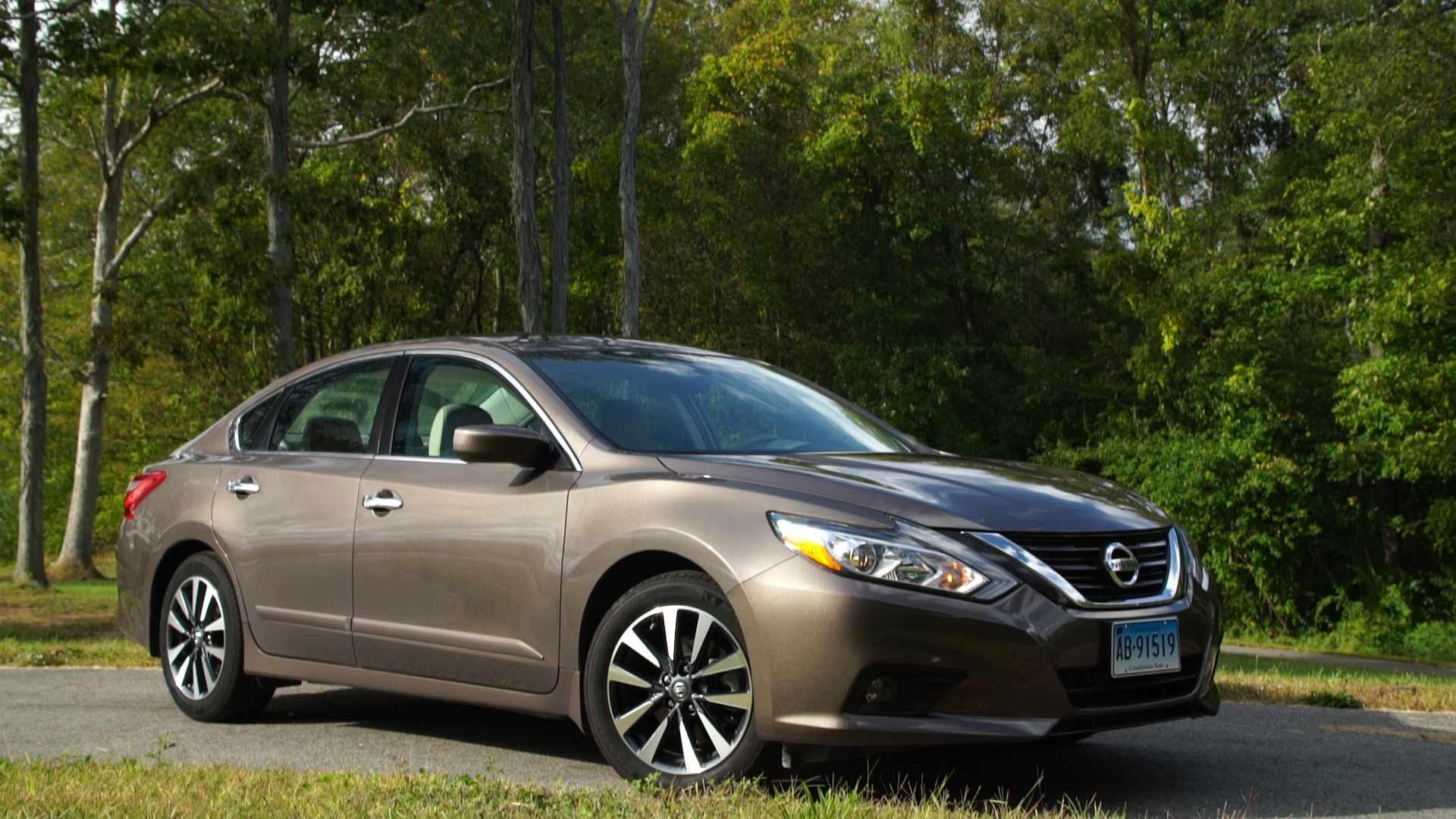 2017 nissan altima has only a few virtues consumer reports. Black Bedroom Furniture Sets. Home Design Ideas
