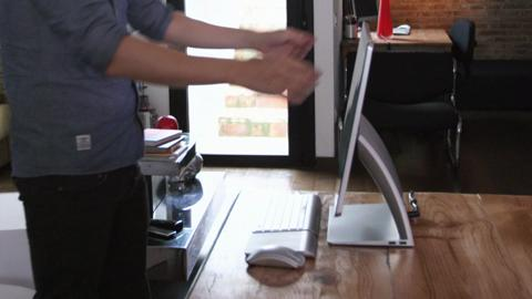Enrich tests the HP SPECTRE ONE with Windows 8 (15 sec.)