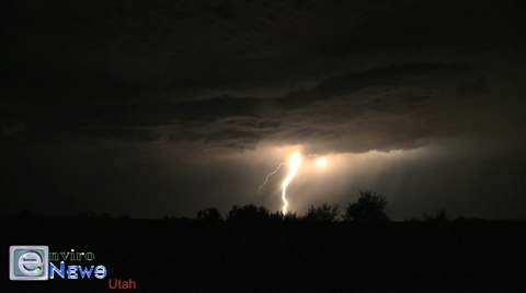 If You Like Lightning, You'll Love This! — Jaw-Dropping Electrical Storm Filmed Over the Great Salt Lake
