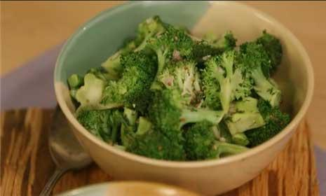See how to cook broccoli 2 easy ways