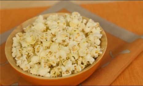 Watch our tips for making healthy homemade popcorn snacks