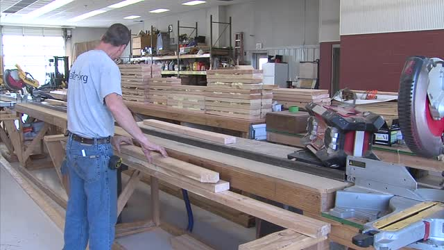 Governor tours Central Ok Habitat for Humanity inmate program