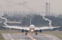 Emirates 777 Wake Vortex Landing