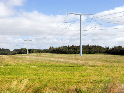 National Grid offers T-pylon for the first time in the UK.
